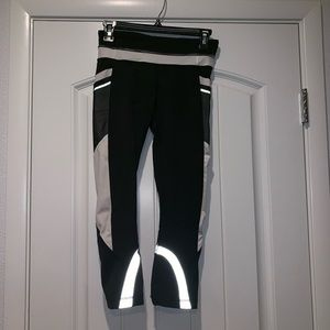 SOLD OUT REFLECTIVE LULULEMON INSPIRE CROP